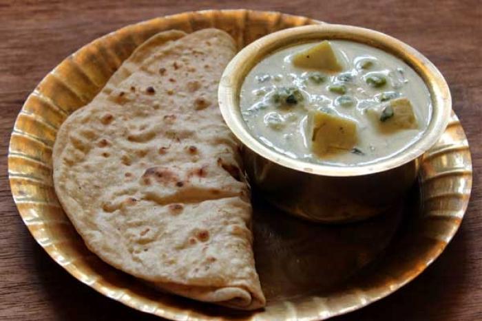 Aloo and Matar Korma in White Gravy Recipe