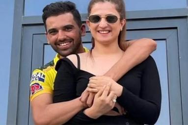 Viral: Deepak Chahar Proposes to his Girlfriend
