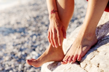 5 Home Remedies to Fix Cracked Heels