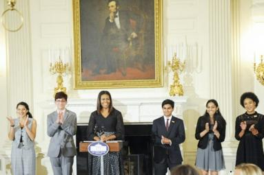 Indian-American student recites painful poetry of replacement of Tamil with English at White House!