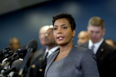 Atlanta Mayor Stops Accepting Immigration Detainees over Separations, Signs Executive Order