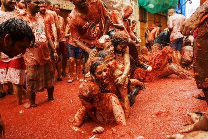 La Tomatina 2019: Thousands Hurl fruit at Fun Food Festival