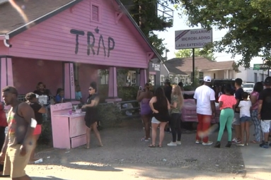 Pink House in Atlanta drawing attentions of hundreds