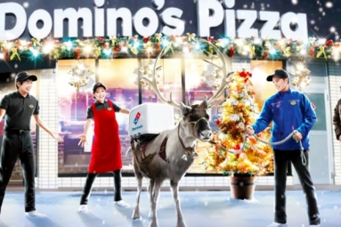 Domino's trains reindeer to deliver pizza!