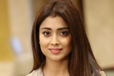 Shriya Saran locked for Venky Mama