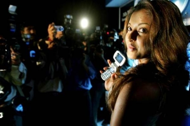 Tanushree Dutta Alleges Sexual Harassment, Gets Support and Silence