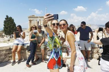 Cultural Minister to foreign tourists: Don't wear skirts in India
