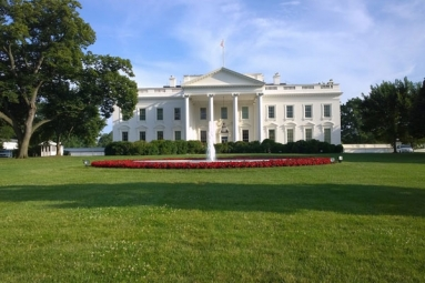 How the White House ignored the basic coronavirus rules?