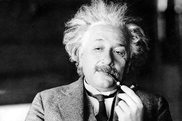 Albert Einstein Birth Anniversary 2019: These Memes of the Science Legend Will Definitely Make You Go ROFL