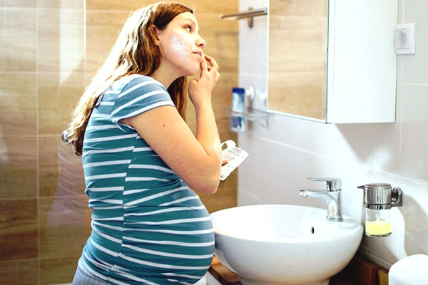 Easy Skincare Tips To Follow During Pregnancy By Experts