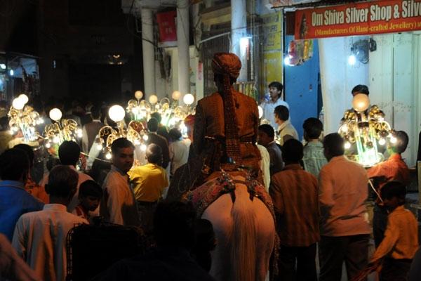 Watch: Videshi Vloggers Get down to Desi Beats in a Random Indian Wedding
