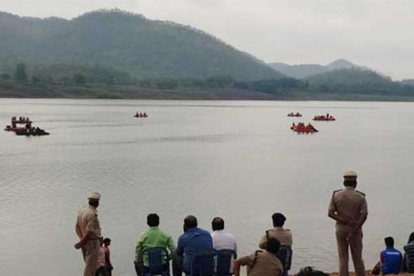 30 people Feared missing as boat capsizes in Godavari River